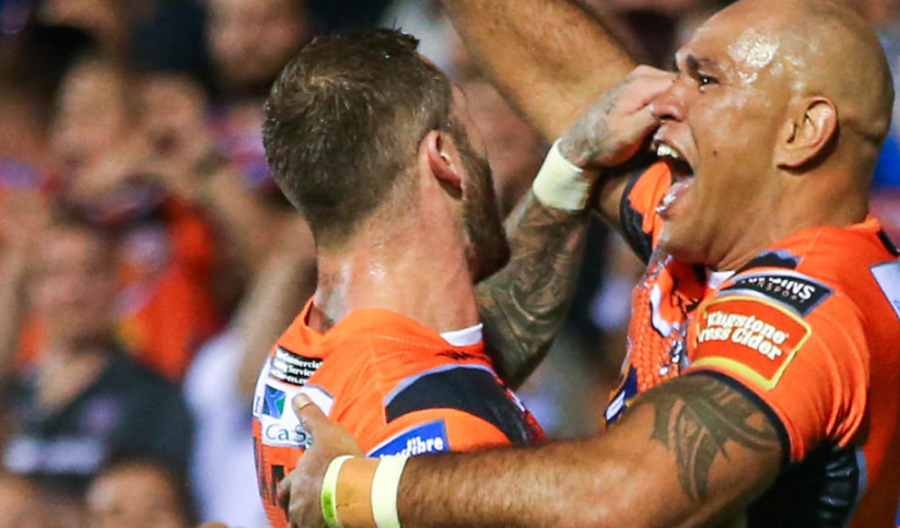 Castleford Tigers claim their first League Leaders title in 91-year history after big win over Wakefield