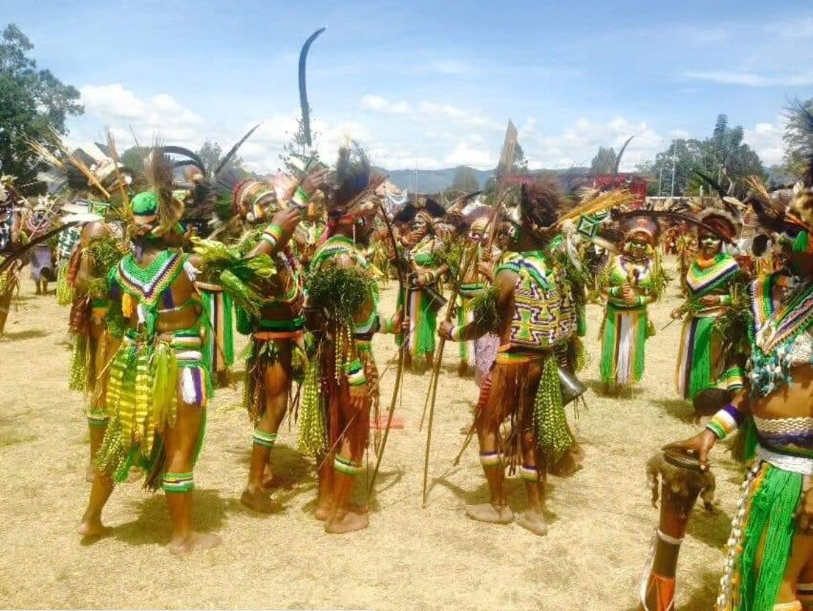 Tribe of Raiders fans in Papua New Guinea show just how much they love the Green Machine